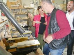 Es gibt viel zu lernen und zu diskutieren in der Werkstatt.// There is much to learn and discuss in the workshop.