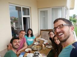 Letztes Frühstück in der Türkei mit Mehmet, Muharrem, Tamay und einem weiteren netten Mädchen, dessen Namen wir leider vergessen haben.
