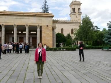 Gori - die Geburtsstadt von Stalin. Das Haus seiner Eltern steht immernoch an gleicher Stelle und dahinter der beeindruckende Museumsbau.