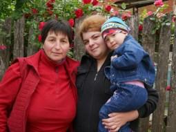 Drei Generationen: Leyla, Ia und Babi.