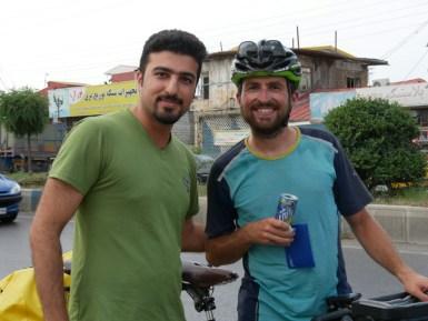 Daniel und Ahad, der uns von der Strasse weg zu sich nach Hause einlädt.// Daniel and Ahad, who invites us directly to his place.