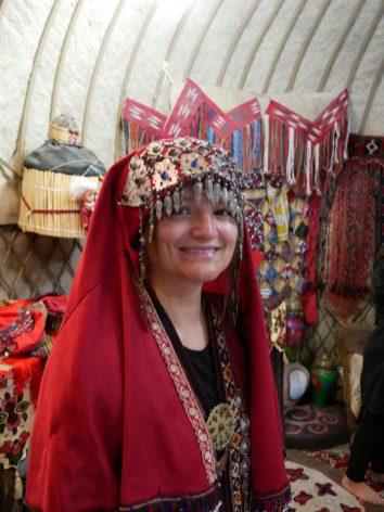 Turkmen traditional clothes. // Turkmenische Tracht.