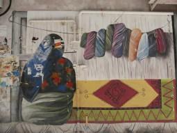 Carpet waeving street art. // Teppichwebenstreetart.