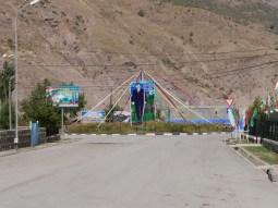 Dushanbe to Kala-i-Khumb. We found a middle sized town in the middle of nowhere.// Wir haben eine mittelgroße Stadt inmitten des Nichts entdeckt.