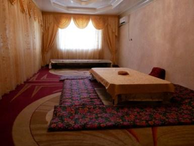 Der riesige Gastraum.// The big guest reception room.