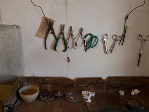Im Zahnlabor von Samers Papa.// In the teeth laboratory of Samers dad.