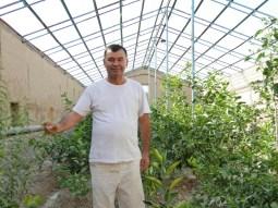 Papa und sein Hobby: gärtnern. Hier in der Orangerie.// Dad and his hobby: gardening. Here in the lemonery.