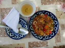 Laghman - the typical uzbek dish with noodles, vegetables and meat. Served on typical uzbek china.// Laghman, das typisch usbekische Gericht mit Nudeln, Gemüse und Fleisch. Serviert auf typisch usbekischem Porzellan.