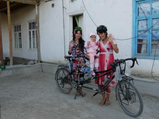 Charosxon, Maftuna und Tochter.// Charosxon, Maftuna and daughter.