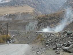 Lastwagen überhitzen hier gerne mal am Pass.// Trucks are likely to overheat on passes.