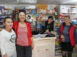 As the vendor said: international meeting in the shop: Kasakh, German, Chechen, Russian. // Die Verkäuferin meinte: internationales Treffen: Kasachin, Deutsche, Tschetschenin, Russin.