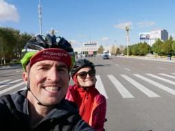 Behind us is the border to Kasachstan.// Hinter uns ist die Grenze zu Kasachstan.