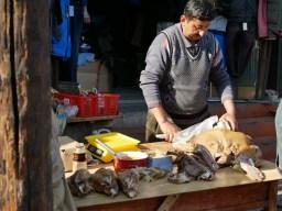 Uighur market: cow feet.// Uigurischer Markt: Kuhfüsse.