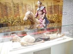 Xinjiang Regional Museum: Mumie eines regionalen Herrschers.// Mummy of a regional ruler.
