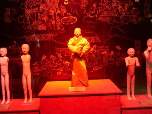 Grab des Kaisers Jingdi - er wurde mit 50 000 Terracotta Figürchen begraben und soll seine Herrschaft nach taoistischer Lehre ausgerichtet haben.// Tomb of the emperor Jingdi who was burried with 50 000 terracotta figurines and ruled influenced by taoist ideas.