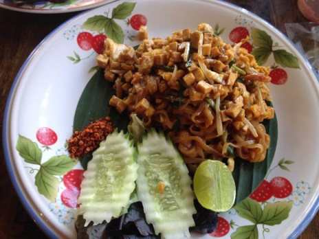 Pad thai -fried noodles with peanuts.// Pad thai - angebratene Nudeln mit Erdnüssen.