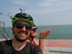 First time Thai gulf on the tandem.// Wir erreichen den thailändischen Golf mit dem Tandem.