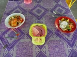 First lunch stop at a malaysian mum´s place: delicious!// Der erste Mittagessenstop bei einer malaysischen Mama: Lecker!!