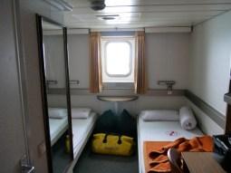 Unser Erste-Klasse-Zimmer auf dem Schiff.// Our first class room on the ship.