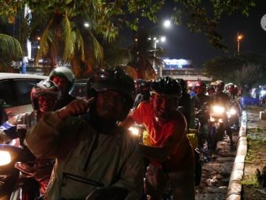 Yudi, our traffic jam and flood hero in Jakarta.// Yudi, unser Stau- und Überschwemmungsheld in Jakarta.