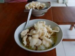 Breakfast cycles to you in Indonesia. // Das Frühstück kommt in Indonesien zu dir geradelt.