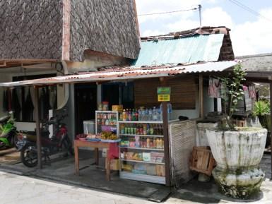 Typical minishop in Yogya.// Ein typischer Minimarkt in Yogya.