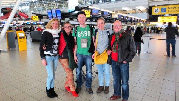 Wereldreis-begint-afscheid-Schiphol