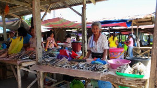 Filippijnse-dame-op-de-markt