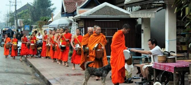 Wereldreis #49 | Happy hardcore, rijstwijn, tempels en monniken in Laos