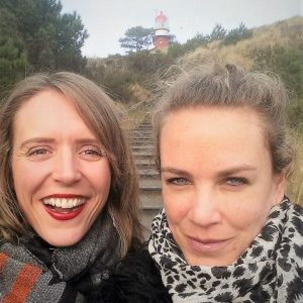 Marja en Paula op Vlieland