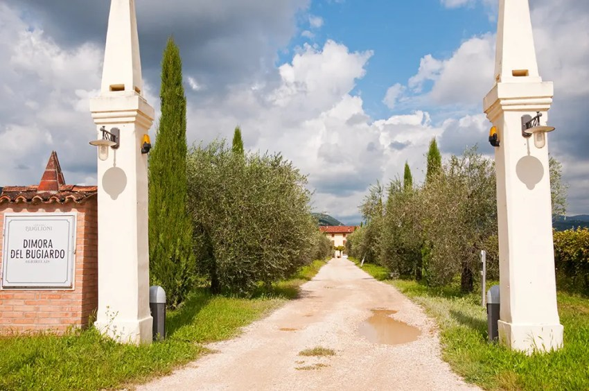 Road leading to Dimora del Bugiardo