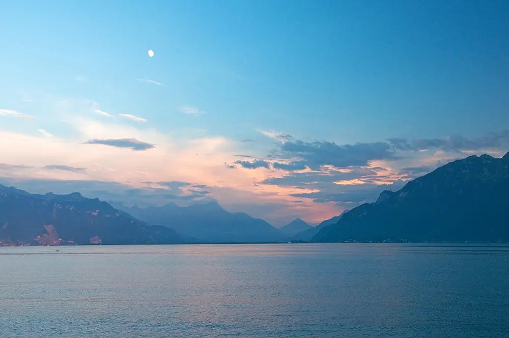 Moon, mountains and Lac Léman at sunset
