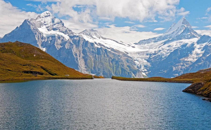 Lake and Swiss Alps