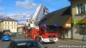 Wiatr uszkodził dach na zabytkowym budynku na ul. Rynek w Andrychowie
