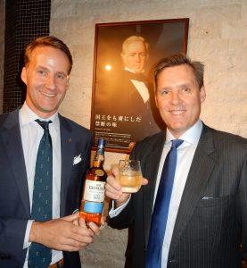 ティム・ペック社長(右)とヤン・ソエネンマーケティング本部長