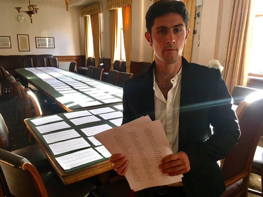Aydin hands in Battersea petition