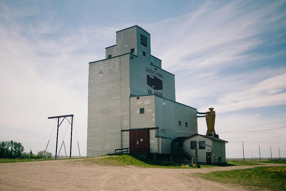 A grain elevator in Val Marie.