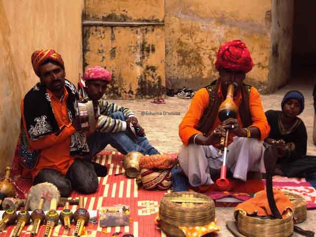 Snake charmers inside Amber fort - rajasthan itinerary
