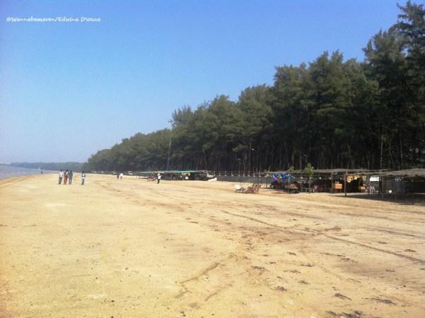 Jhampore beach - Daman travel guide
