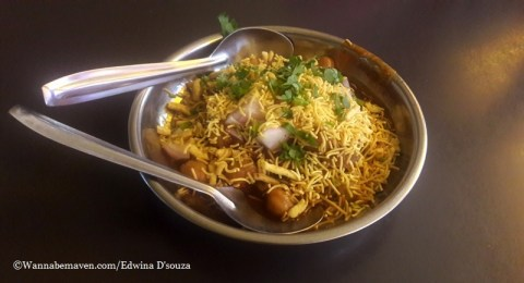 Indore food guide - chhole tikki
