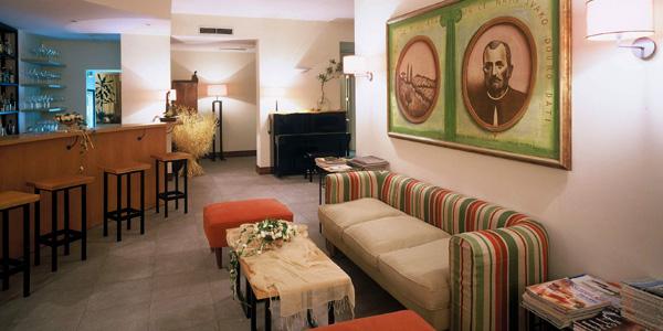 Hotel_Boskin bar area