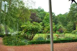 ontbijten met zicht op de tuin