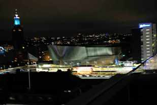 hypermodern congrescentrum achter het Central Stationen