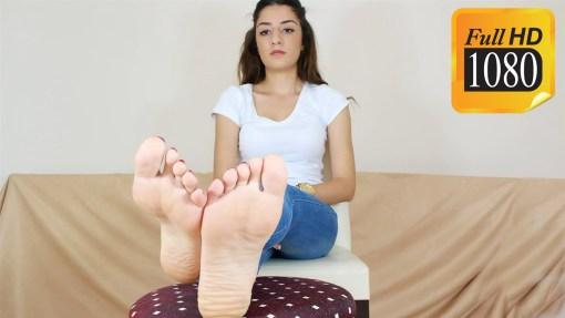 Leah Perfect Feet Show