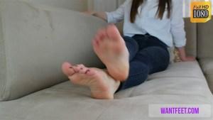 Beth's Sexy, Playful Feet Show