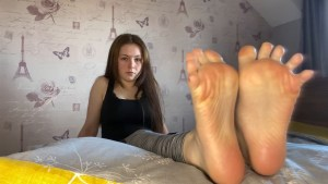 charlottes perfect feet