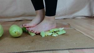Rachel's Barefoot Squash Crushing Video