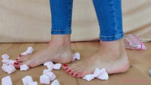 Leah's Barefoot Marshmallow Crush