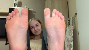 YOUNG GIRLS SEXY FEET and SOLES