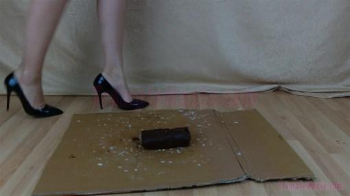 Crystal High Hell Cake Crushing